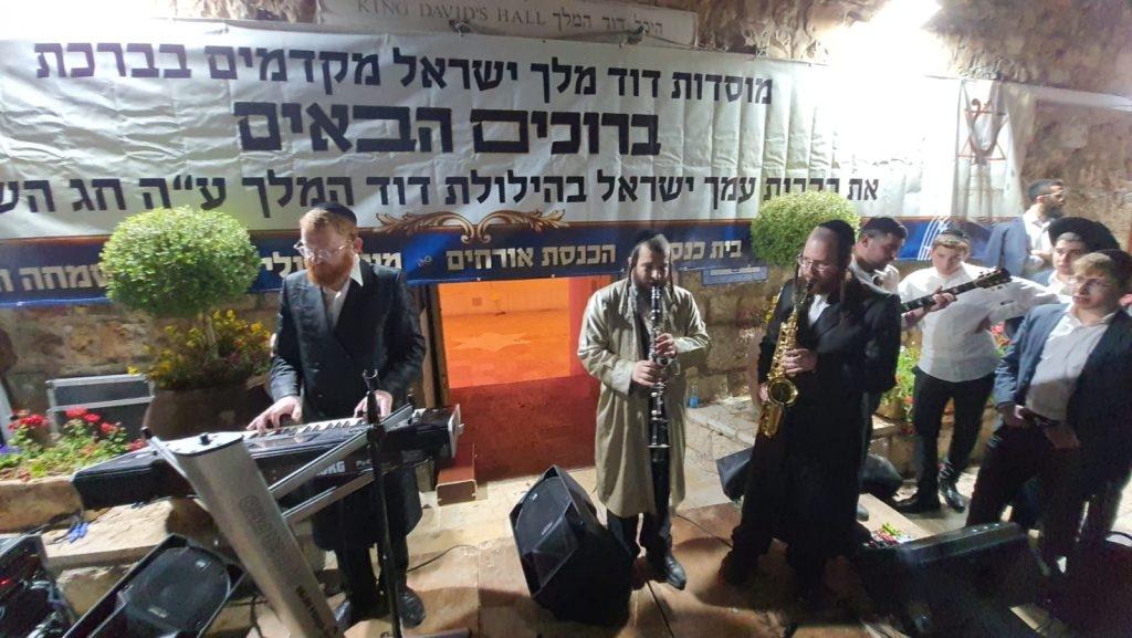 צפו: מאות השתתפו בהילולא המסורתית בקבר דוד המלך