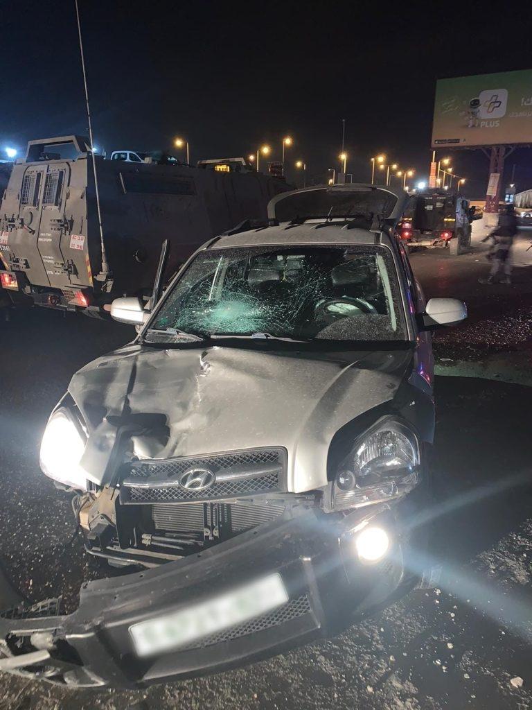 """פיגוע דריסה באזור קלנדיה: שוטר מג""""ב נפצע בינוני"""