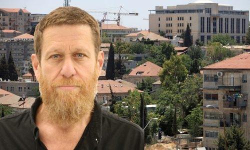 יואב זמרן ברקע עיריית ירושלים   צילום: פלאש 90 / ארנון בוסאני