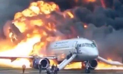 מטוס עולה באש