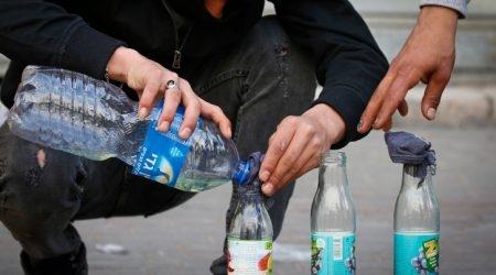 בקבוקי תבערה /// צילום: Wisam Hashlamoun/Flash90