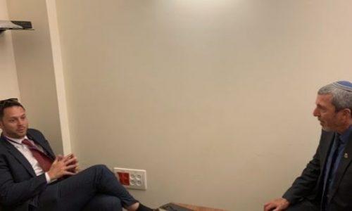 השר לעניני ירושלים רפי פרץ בפגישה עם שגריר בריטניה בישראל // צילום: דוברות המשרד