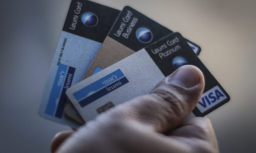 כרטיסי אשראי | צילום: Hadas Parush/Flash90