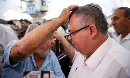 MK David Bitan visits at the Rashbi grave site in Meron, near the Northern Israeli city of Safed on May 2, 2018. Photo by David Cohen/Flash90 *** Local Caption *** îéøåïçøãéíçøãé÷áøúôéìäçøãéíãåã áéèï