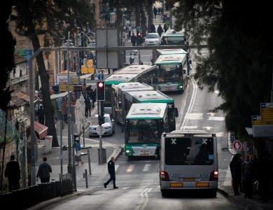 תחבורה ציבורית  | צילום: יונתן סינדל / פלאש90