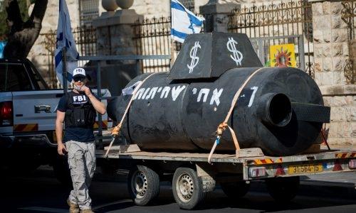 הפגנות בעד חקירת פרשת הצוללות // צילום: יונתן סינדל - Flash 90