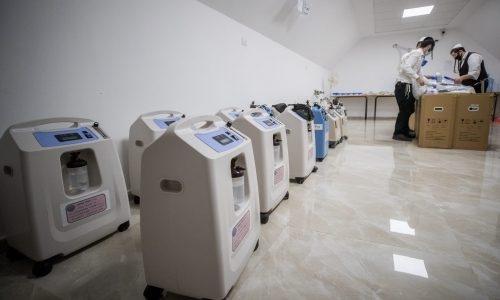 מחוללי חמצן בעמותת חסדי עמרם צילום: יונתן סינדל/פלאש90