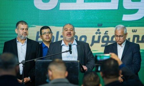 מנהיג מפלגת רעאם, מנסור עבאס, וחברי המפלגה במטה המפלגה בטמרה, בליל הבחירות צילום: פלאש90