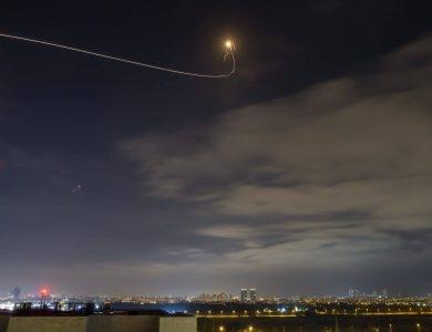 רקטות בשמי תל אביב // צילום: פלאש 90
