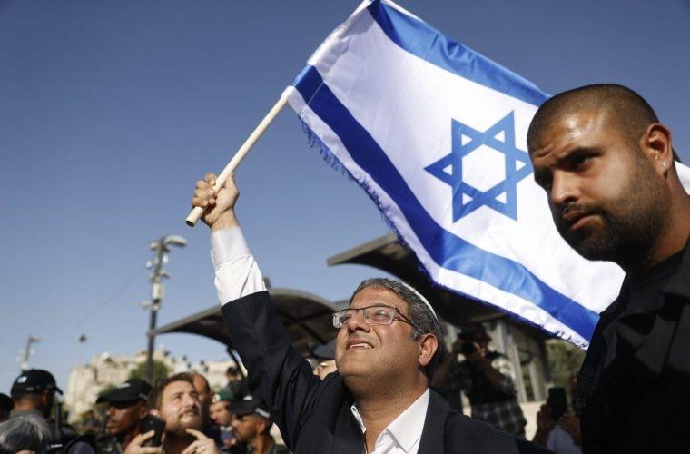 איתמר בן גביר מניף דגל ישראל   צילום: Yonatan Sindel/FLASH90