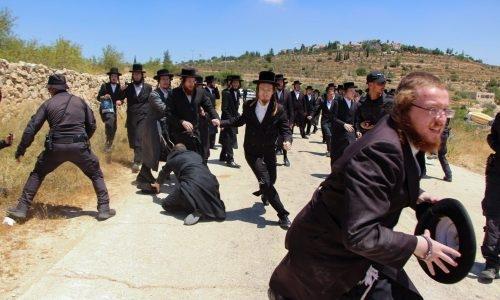 אנשי העדה החרדית בהפגנות הקודמות // צילום: פלאש 90