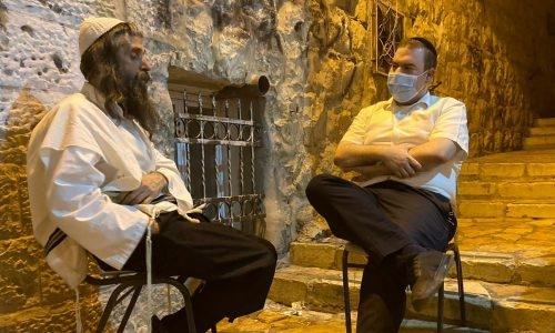 יואליש קרויס בראיון לעורך 'המחדש' חזקי ליפשיץ   צילום: משה בלוי