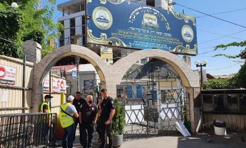 האכיפה בכניסה לציון רבי נחמן מברסלב באומן // צילום: שרוליק וולס