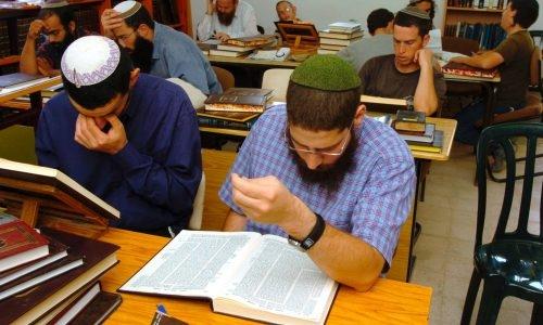 גם בישיבות הציונות הדתית חשים את הפגיעה | צילום: Yossi Zamir /Flash90