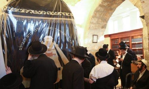 יהודים מתפללים בקבר רחל // צילום: יוסי זמיר - פלאש 90