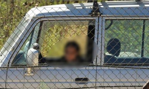 הצעירה משוטטת בגבול סוריה   צולם מעבר לגבול